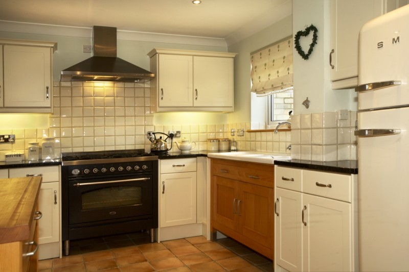J r roy carpenters and builders ltd fully fitted kitchens for Wooden fitted kitchen